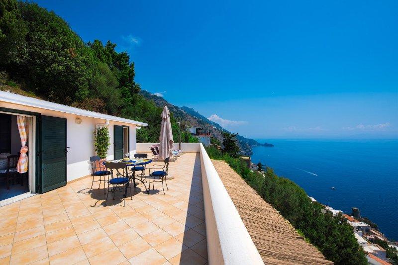 Casa Alea - vista mozzafiato sul mareSpeciale luglio e agosto posto auto incluso, vacation rental in Praiano
