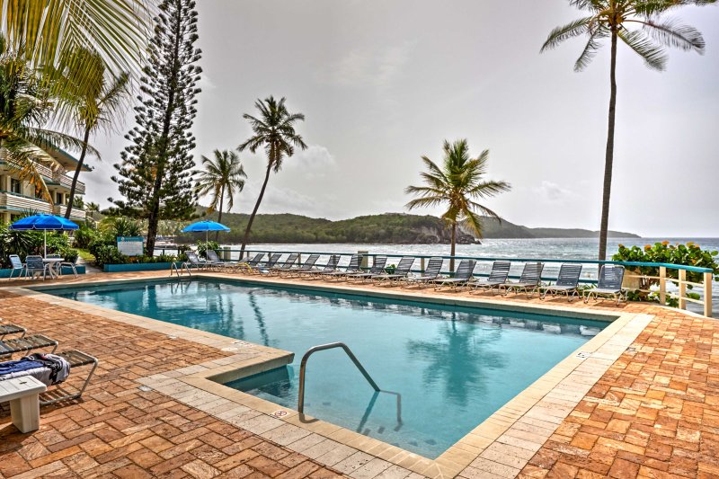 Bolongo Bay Oceanfront Condo w/ Community Pool!, holiday rental in Bolongo Bay