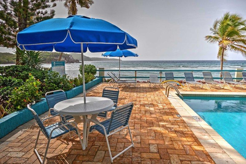Ser fram emot att spendera dina eftermiddagar vid den orörda pool.