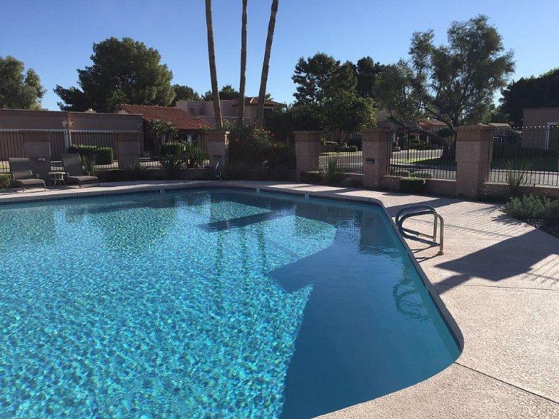 piscine communautaire chauffée à moins d'un pâté de maisons