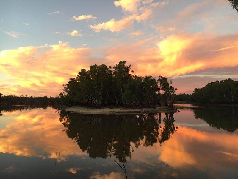 Sommer Sonnenuntergang - Beilagebleche Biegung - Blick von Little River Cottage Bank auf dem Murray River