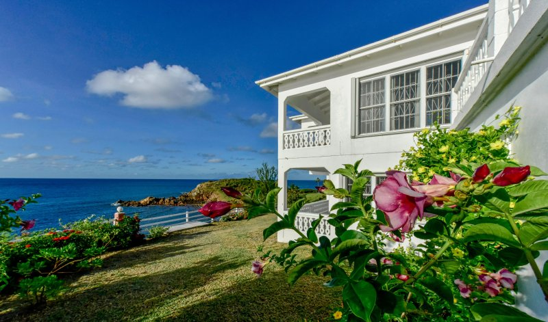 Oceanfront Home, Peaceful, Safe, Modern 3BD/3BT House, Fully Equipped, casa vacanza a Saint Mary's