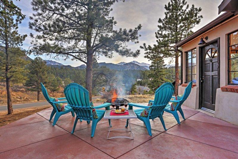 Disfrutar de lo mejor de las Montañas Rocosas, en este encantador cabina de alquiler de vacaciones en Estes Park.