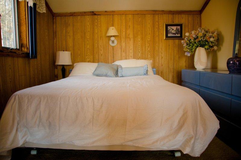 Bedroom 3 - Open loft bedroom with queen bed and sealy posturepedic mattress. Suitable for big kids.