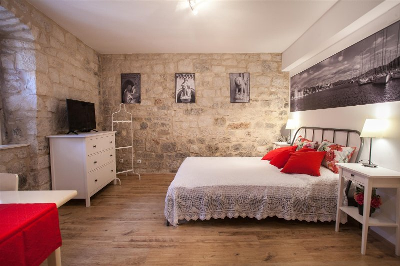 Trogir old town apartment Ursa