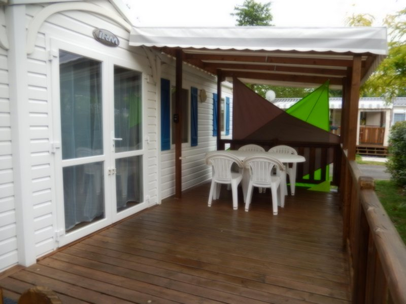 MOBIL HOME 32 m2 au lac  A GASTES CAMPING 4 ETOILES, vacation rental in Gastes