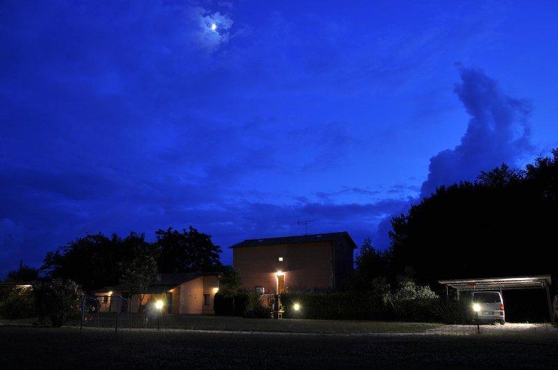 Poderecampialmare. Appart 'OLMO' , 2 camere, piscina, giardino privato, carpark, holiday rental in Bolgheri