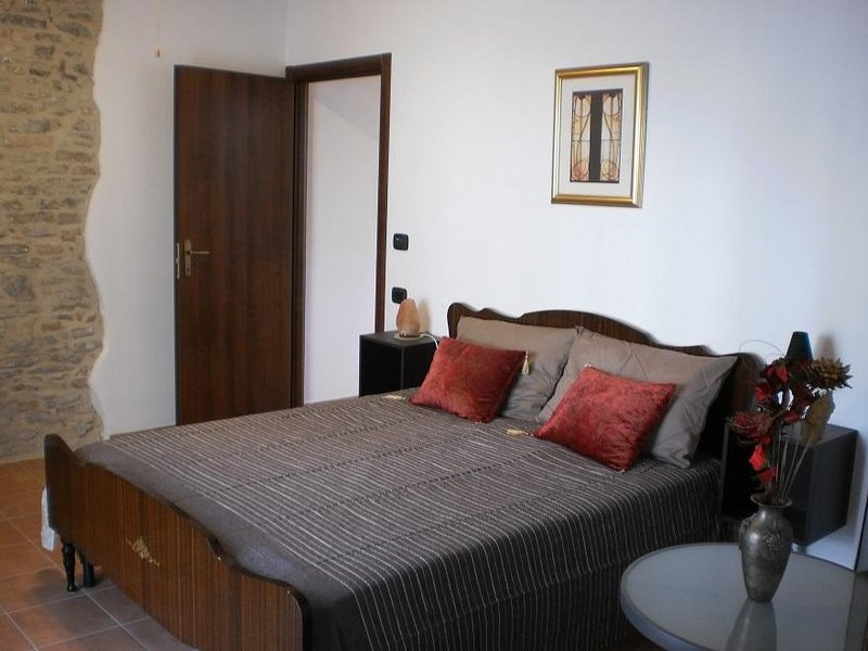 Affittacamere Stay Bel Piemonte - Camera Rossa, holiday rental in Dogliani