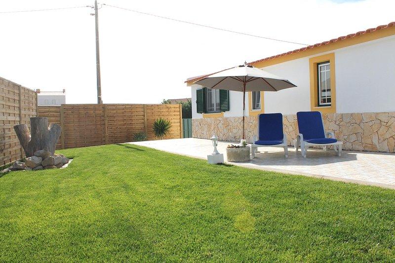 Quality cottage, calm, pool, beach, view, central location, rustic, location de vacances à Lourinha