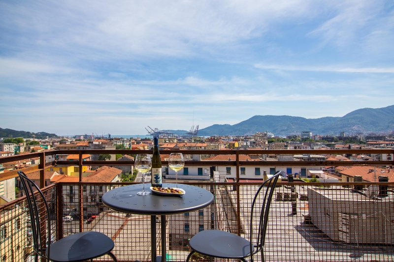 Appartamento con vista panoramica, holiday rental in Carozzo