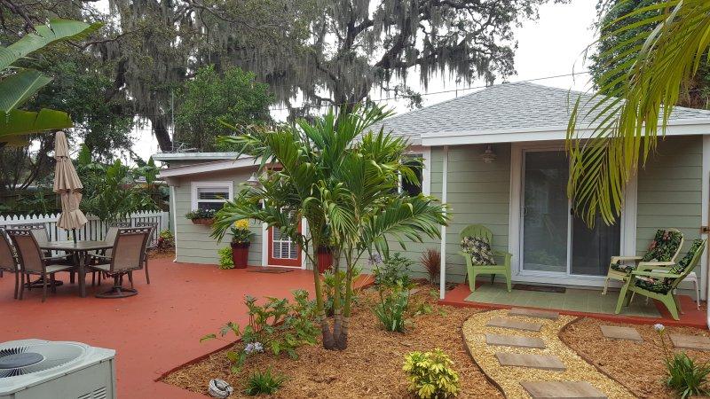 Vous allez adorer la « vieille Floride » sentir fourni par le Live Oaks et le feuillage tropical. Pina Colada prêt?
