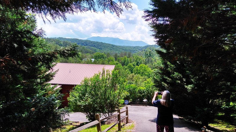 Mountain Magic Cabin-Private cabin,Beautiful Views Complimentary wine on arrival, holiday rental in Sevierville