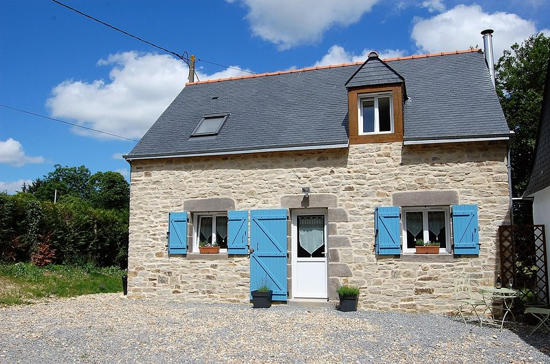 Coet Moru Gites, Lavender Cottage, detached cottage with rural views, location de vacances à Lanouée