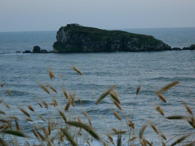 l'isolotto della 'rocca', raggiungibile a nuoto