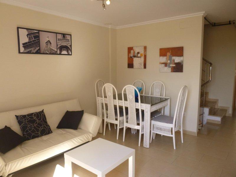 Adosado Tiler a 50m de la playar, con garaje y patio, holiday rental in Piles
