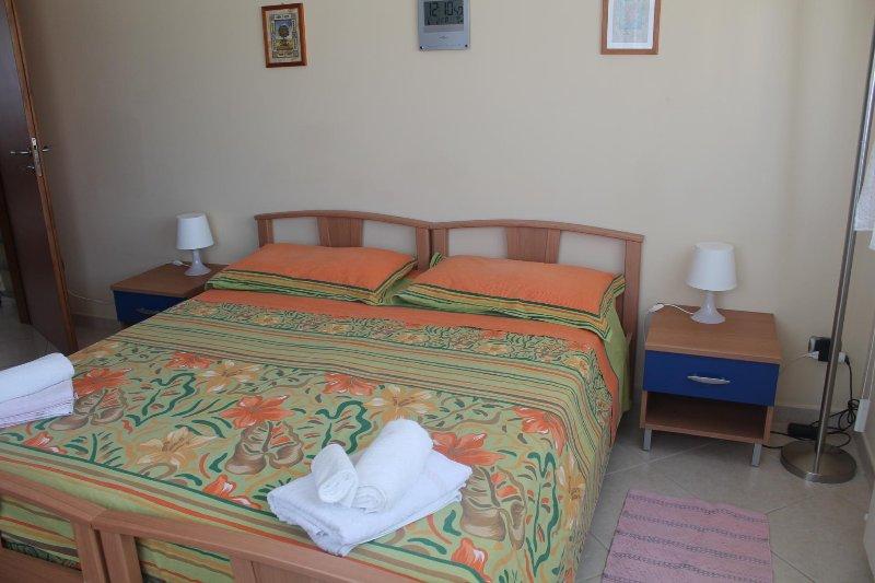 Attico Rosa Vacation Rental 2, alquiler vacacional en Rizziconi