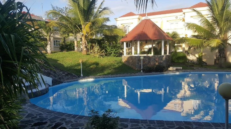 AZURE VILLA - CLOSE TO THE PALMAR BEACH, Ferienwohnung in Belle Mare