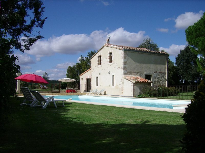 MAISON DE CARACTERE -SUD FRANCE, holiday rental in Montgey
