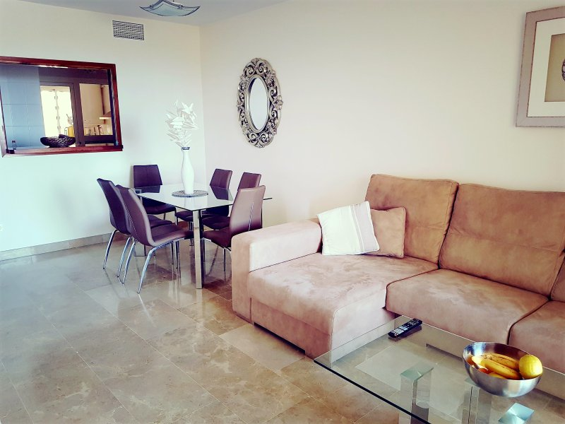 Luxury apartment with shared pool,, aluguéis de temporada em Puerto de la Duquesa