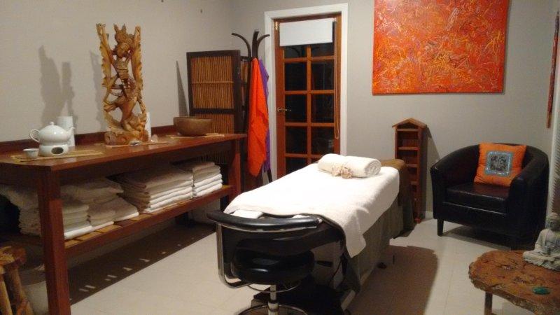 organique salle de soins sur place. Massage, soins du visage, épilation à la cire et plus encore. Réservations indispensables.