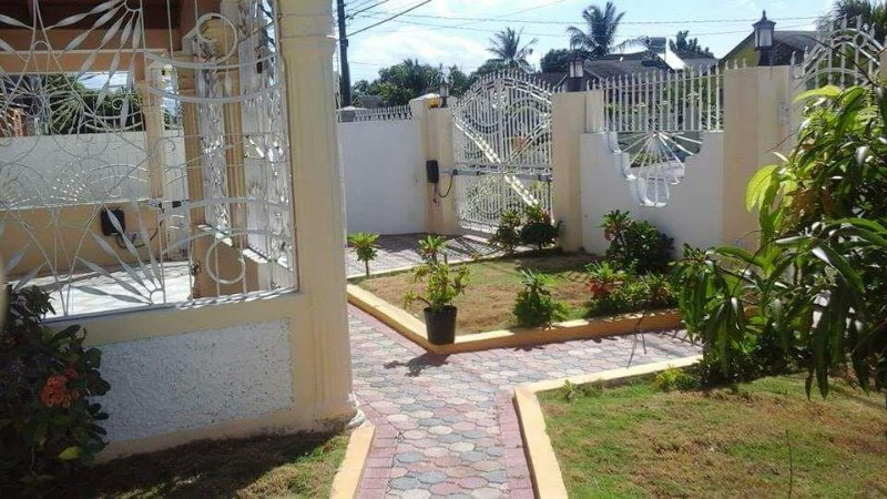 Home Sweet Home(Old Harbour Road) St Catherine, Jamaica, vacation rental in Old Harbour