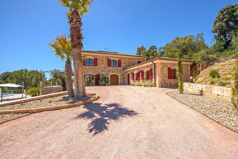 SON JORDI - großzügige und luxuriöse Natursteinfinca für 12+ Personen, alquiler de vacaciones en Sant Joan