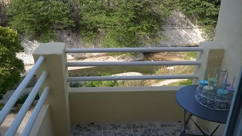 A terrace with view of the Huveaune