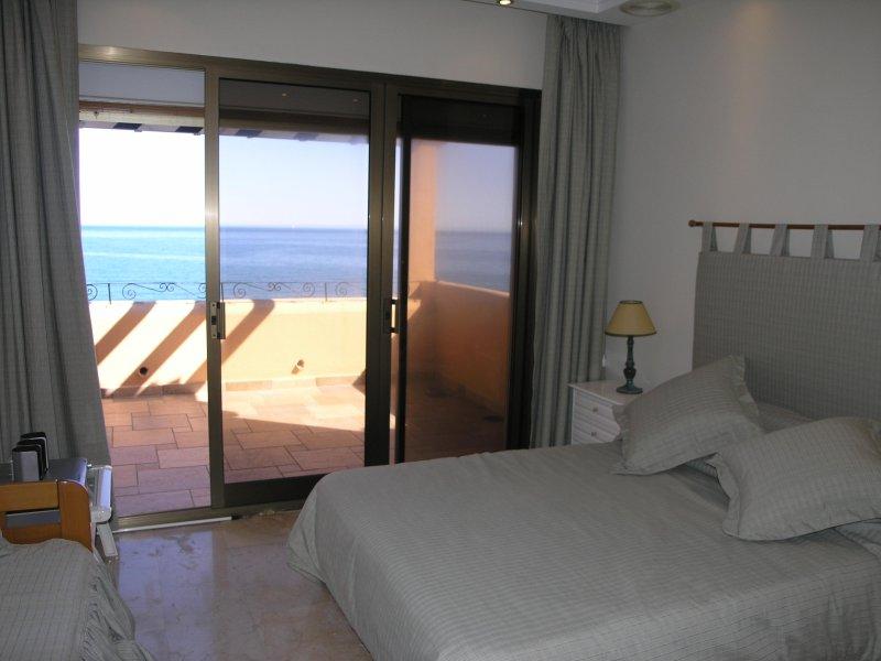 Luxury duplex right on the beach Estepona, vacation rental in Estepona