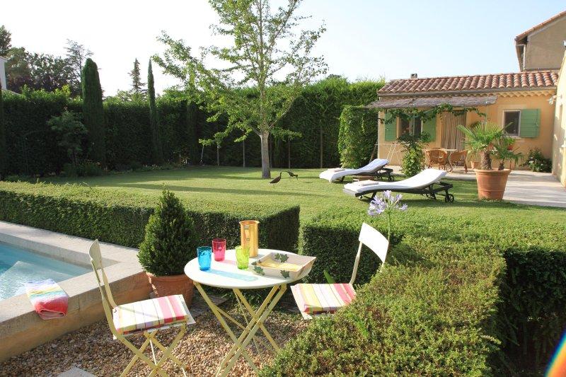 Maisonnette avec terrasse sur 1000m2 de jardin - Piscine - Centreville, casa vacanza a Orange