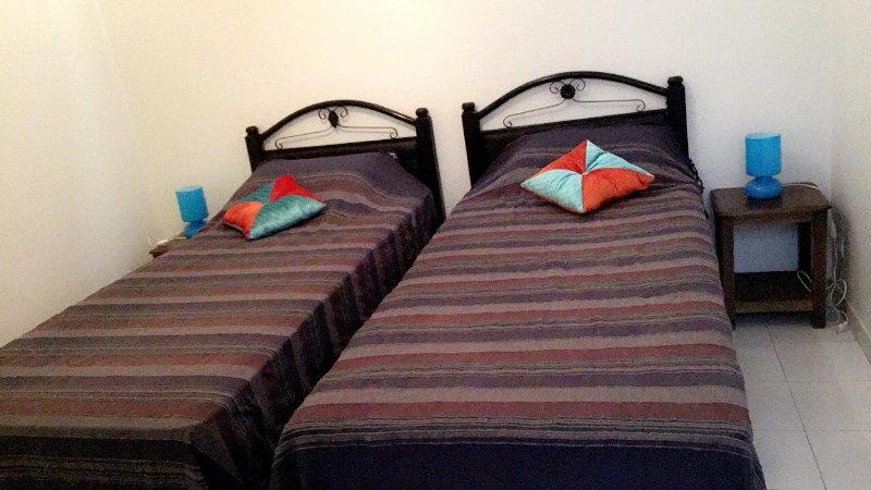 Camas de solteiro para dois singles ou podem ser combinados para um par