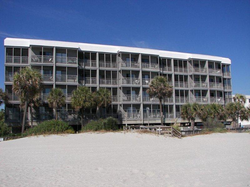 Vista de nuestro edificio de la playa ...