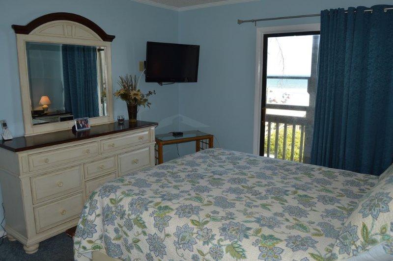 Dormitorio principal con vista al mar ~