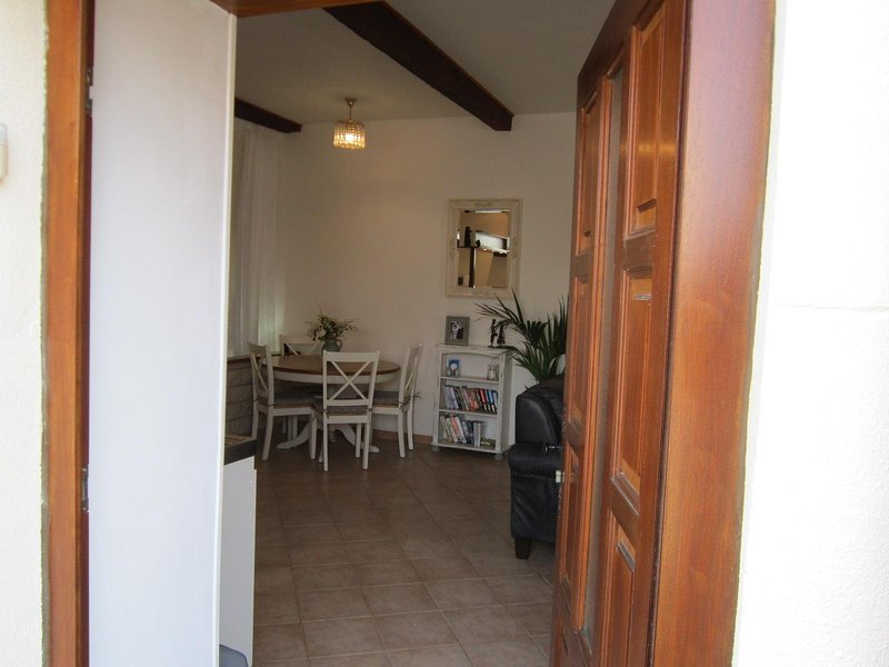 Gite d'Ecosse is a charming apartment in the heart of Azille, Minervois, location de vacances à Siran