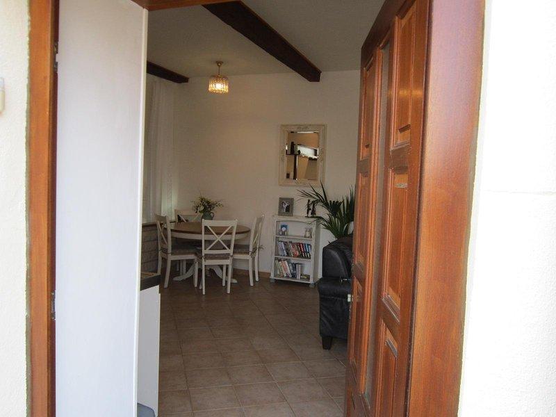 Gite d'Ecosse is a charming apartment in the heart of Azille, Minervois, location de vacances à Azille