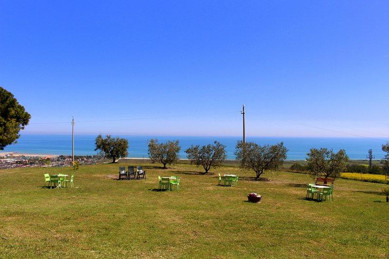 B&B Collina sul mare- Stanza dei girasoli, holiday rental in Fermo