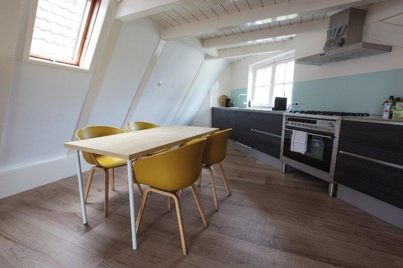 La cocina, reformado nuevo y con vista al canal (el uso solamente)