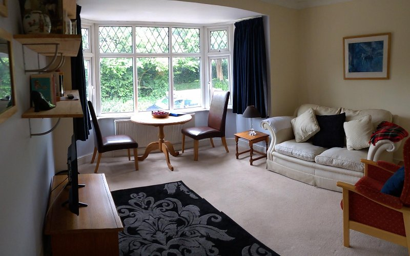 Chic apartment, country views, easy reach of historic villages, pubs & shops, vacation rental in Aldbury