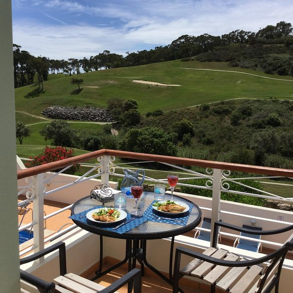 Beautiful villa with fabulous views of the golf course and own pool., holiday rental in Budens