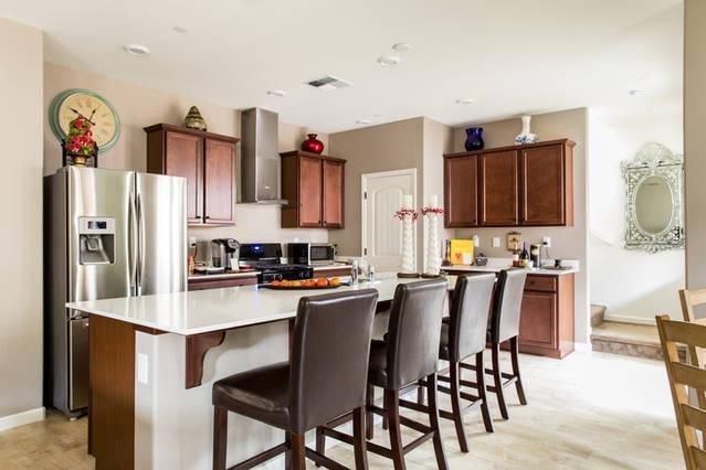 Bem-vindo à Comunidade Hamptons. Novo, moderno, e quartos limpos para sua diversão.