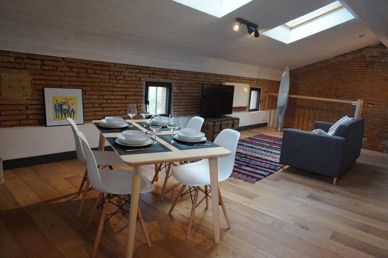 Appartement 4 pers. style loft dans maison de caractère près de Toulouse-Blagnac, holiday rental in Beauzelle