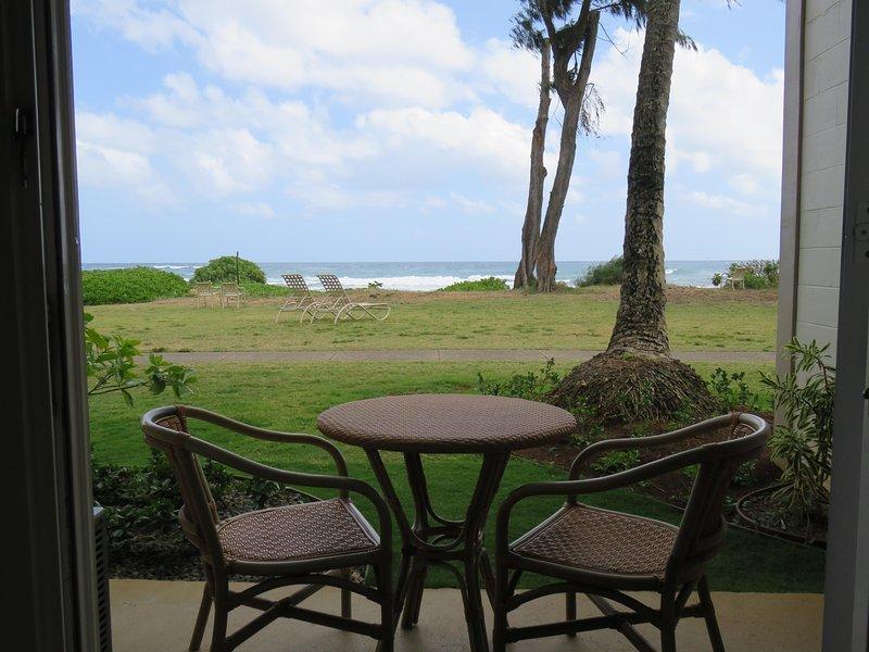 Kauai Kapaa #152 Oceanfront condo Vacation Rental condo. Prime location! Custom!, aluguéis de temporada em Kauai
