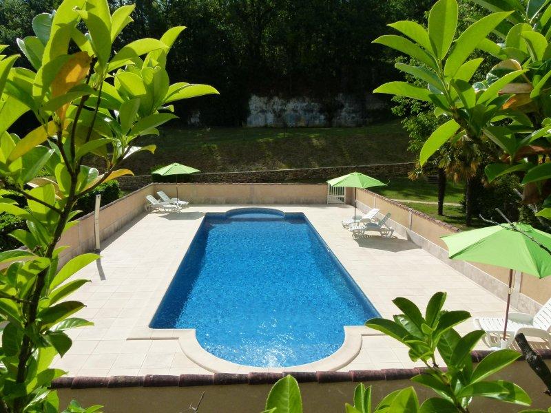 Petite maison avec piscine à Sarlat, aluguéis de temporada em Sarlat-la-Canéda