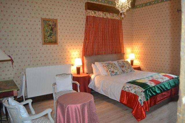 Jouandassou B & B 'Red room', location de vacances à Puydarrieux