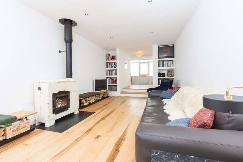 Large Townhouse with outdoor roof terrace kitchen - just 2 minutes from the Sea!, location de vacances à Brighton and Hove
