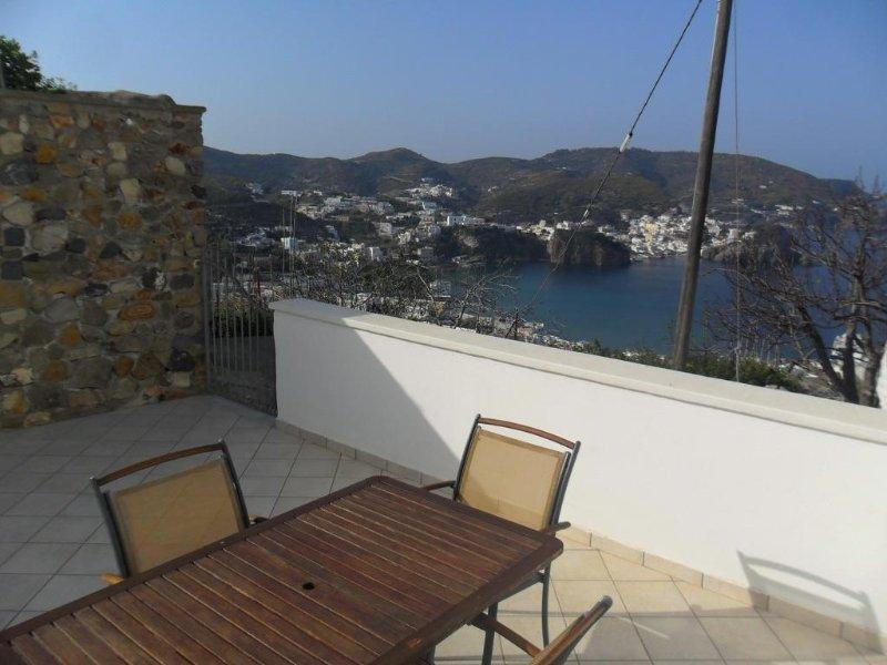 3 recensioni e 13 foto per Ponza Porto - CasaLuigi con terrazzo ...