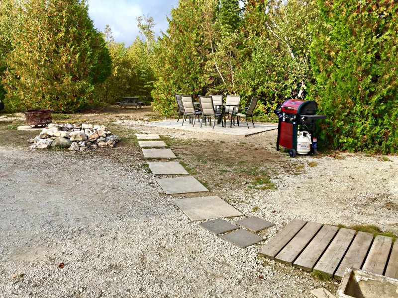 Huge backyard! Patio set, BBQ, picnic table and fire pit