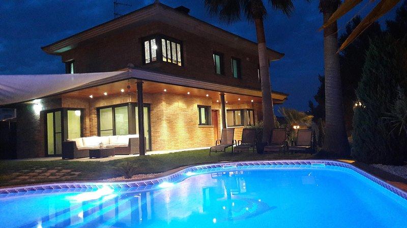 Washingtonia Villa near Sitges, vacation rental in Canyelles