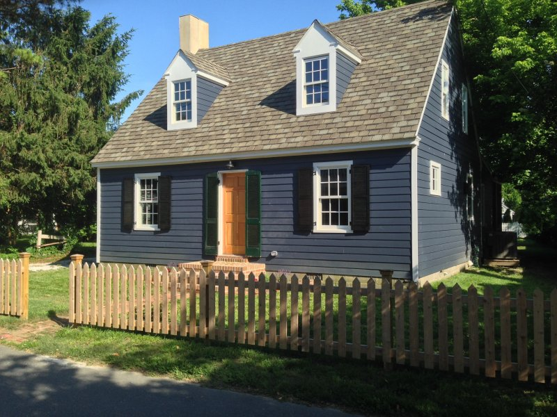 Carpenter St. Cottage in the Heart of St. Michaels - Walk To Everything!, location de vacances à Talbot County