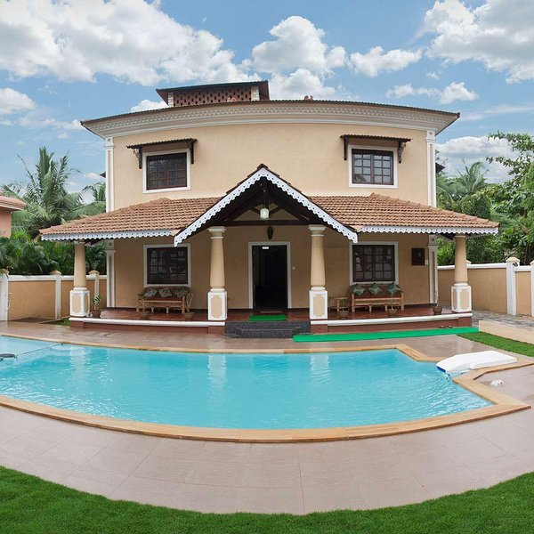 7 bedroom Luxury Villa with Private Swimming and Kids Pool, Elephant Shower, holiday rental in Parra