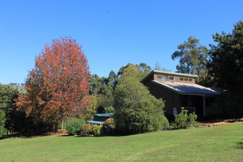 Casa de campo y jardín mirando SW - otoño